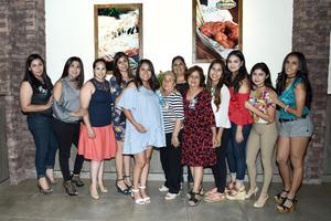 19082017 FIESTA DE CANASTILLA.  Lourdes Geraldyn Gallegos con algunas de sus invitadas.