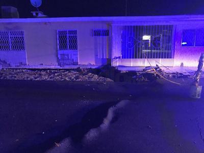 Se presentó un leve hundimiento del pavimento y parte de una banqueta de la calle Brezo de la colonia Bellavista, en el mismo sitio donde el pasado 30 de abril se registró un socavón.