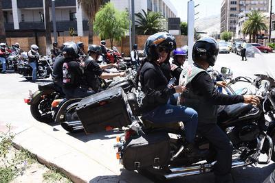 Participan integrantes de 15 motoclubs.