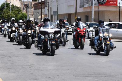 Los motociclistas se congregaron en la Plaza Mayor de Torreón.