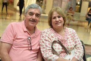 21082017 Juan Amador y señora.