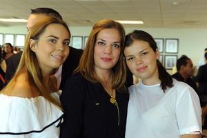 21082017 Erika Sotomayor con sus hijas, Gaby y Pao.