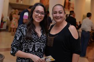 20082017 EN EL TEATRO.  Angie y Claudia.