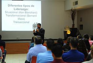 20082017 Los asistentes escucharon con mucha atención la conferencia.
