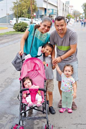 21082017 DE PASEO.  Familia Rojas.
