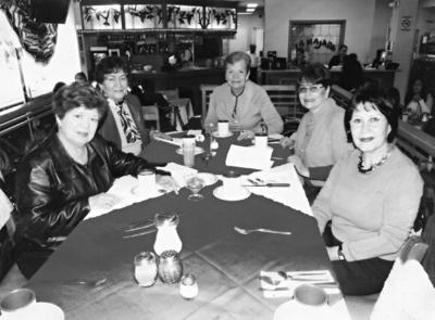 20082017 Reunión de señoras Mesta, Juanita Enríquez, Olivia de S., Irma y Dra. Imelda W. en 1966.