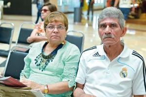 21082017 EN EL MALL.  Martha y Raúl.