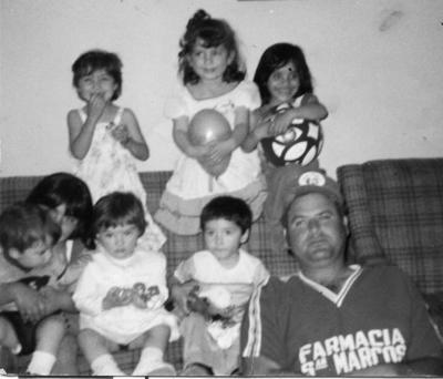 20082017 Pedro Iturriría (f) acompañado de sus sobrinos el 15 de marzo de 1987.
