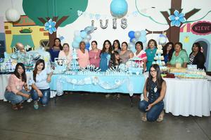 21082017 ESPERA LA LLEGADA DE LUIS.  Ana Mayela Acevedo con algunas de sus invitadas.