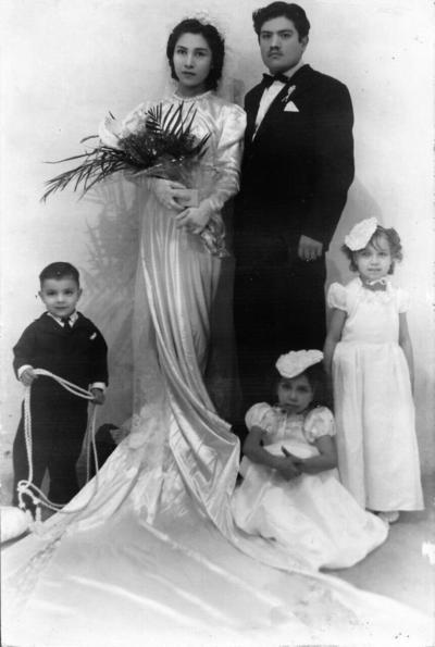 21082017 Srita. Esther Molina Molina (f) y Sr. Timoteo Ortega Casas ( f),  el dia 29 de diciembre 1939 en su matrimonio religioso, en la Catedral del Carmen.