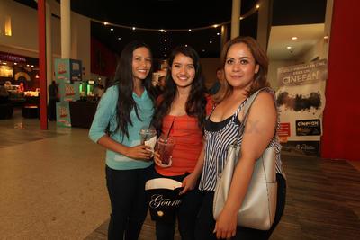 Linda Soto, Yeri Vargas y Valeria Vargas.