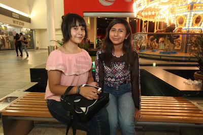 Victoria y Ximena.