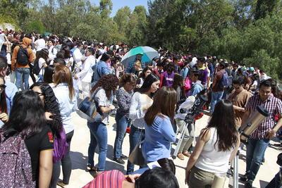 Desde las 9 de la mañana y hasta después del medio día de hoy, cientos de personas se congregaron en las instalaciones del Bebeleche.