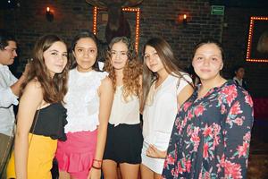 22082017 ENTRE AMIGAS.  Angelina, Daniela, Mariana, Sofía y Andrea.