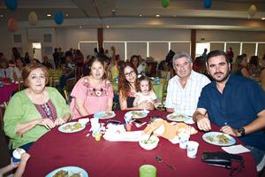 23082017 EN FAMILIA.  Patricia de González, Patricia González, Pilar González, Lucy de García, Fernando González Ruiz y Fernando González Arriaga.