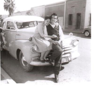 23082017 Sr. José Luis Rosales Carrillo (f) con su entonces novia Sra. Ma. Estela González García (f) en la esquina de la Av. Abasolo y Calle Galeana en 1962.