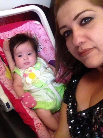 24082017 Alejandra con su hija, Victoria.