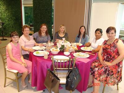 24082017 Abigaíl, Delia Rosa, Diana MarÃía, Delia Patricia, Sofía Carolina, Martha y Nalda.