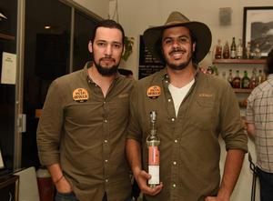 24082017 CATA DE MEZCAL.  Gerardo y Rodrigo.