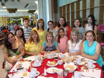 24082017 Carmen, Pau, Paquis, Luis, Mariana, Nena, Barby, Rosario, Laura, Lily, Lorena, Moni y Victoria.