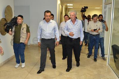 Zermeño estuvo acompañado por quien será el próximo tesorero, Hernán Sirgo y el coordinador de la bancada del PAN, Sergio Lara Galván