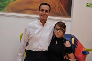 25082017 EN EL TEATRO.  Arturo y Elizabeth.