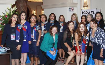 Grupo de damas empresarias.