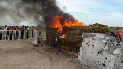 En el lugar fueron incineradas más de 5.1 toneladas de marihuana, pues aún durante la noche se integraron varios aseguramientos más.