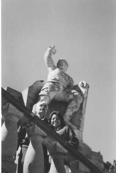 26082017 El Sr. José Luis Rosales Carrillo con su hija Griselda Rosales González en el monumento a El Pípila en Guanajuato en 1997.