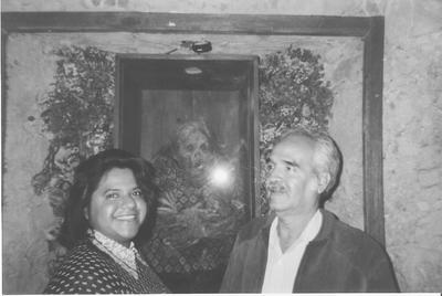26082017 El Sr. José Luis Rosales Carrillo y su hija Griselda Rosales González en el museo de las momias de Guanajuato en 1997.