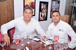 26082017 CATA DE VINOS.  Álvaro y Luis.
