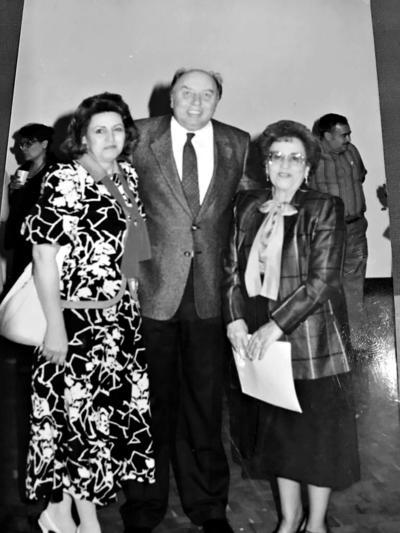 27082017 Hace 45 años, en el Teatro Alberto M. Alvarado, Marilú Hernández Loya de Tohmé, Roberto Tohmé (f) y Ernestina Gamboa (f), fundadora del teatro.