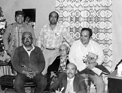 27082017 Sra. Juanita García Vda. de Ruiz (f) en una Navidad a principios de los 80, con sus hijos: Juan Fco. (f), Arnulfo (f), Ing. Efrén (f), Lic. Jesús M. (f) y L.A.E. Carlos Ruiz García.