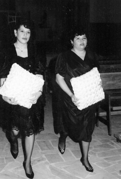 27082017 Hermanas Juana Graciela y Ma. Alejandra Rivera Lara, hace varias décadas.