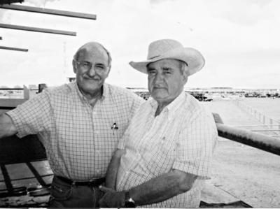 """27082017 Juan José Fernández Torres, ex presidente de la Beneficencia Española A. C., y Jesús Reyes, en el Rancho """"Laredo""""."""