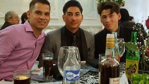 27082017 Los recién casados disfrutando el mariachi.