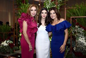 27082017 SE DESPIDE DE SU SOLTERíA.  Brenda Casale Ayup con las organizadoras de su fiesta de despedida, Griselda Ayup de Casale y Mayra García Aponte.