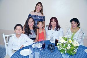 28082017 EN RECIENTE EVENTO.  Norma, Gabriel, Lucía, Valentina, Lucía y Yolanda.