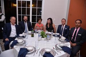 28082017 EN FESTEJO.  Rogelio, Arturo, Magda, Florencia, Luis Roberto y David.
