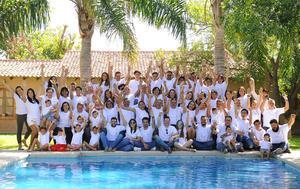 28082017 TRADICIONAL CONVENCIóN.    Integrantes de laFamilia Ávalos.