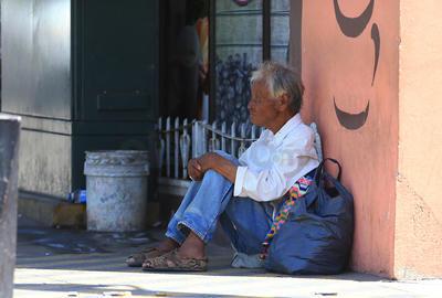 En las calles hay desde vendendores hasta personas que dependen de las monedas que otros les entregan.