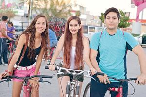 29082017 Fernanda, Fernanda y Alexis.