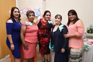 29082017 A PUNTO DE CASARSE.  Liliana Quintero Alvarado con las organizadoras de su despedida de soltera.