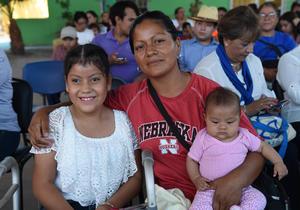 29082017 EN CEREMONIA.  María Mercedes Alvarado, Liliana Viañe y Adriana Alvarado.