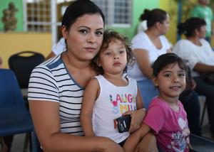 29082017 EN FAMILIA.  Lucero Ríos, Natalia Vaca y Lucía Vaca.
