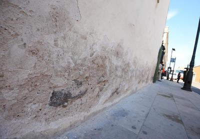 En algunos casos se erosionan y en otros acumulan adherencias producto de la condición provocada por el exceso de agua.