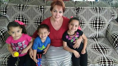 30082017 Bertha Magaña con sus nietos.