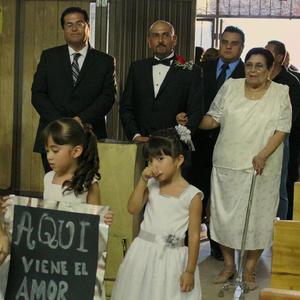 27082017 Acompañando al novio: su madre, Antonia Neri Viuda de Borja, y su hermano, Alejandro Neri, seguido por Héctor Cheang, representando a su novia, Gretchen E. Rimada.