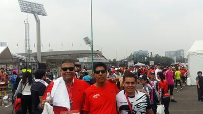31082017 Manolo Hernández, Daniel Machain Gámez y Pedro Machain en el Maratón de la CDMX.