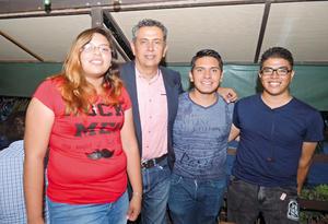 01092017 Gabriela, Guayo, Armando y Emmanuel.